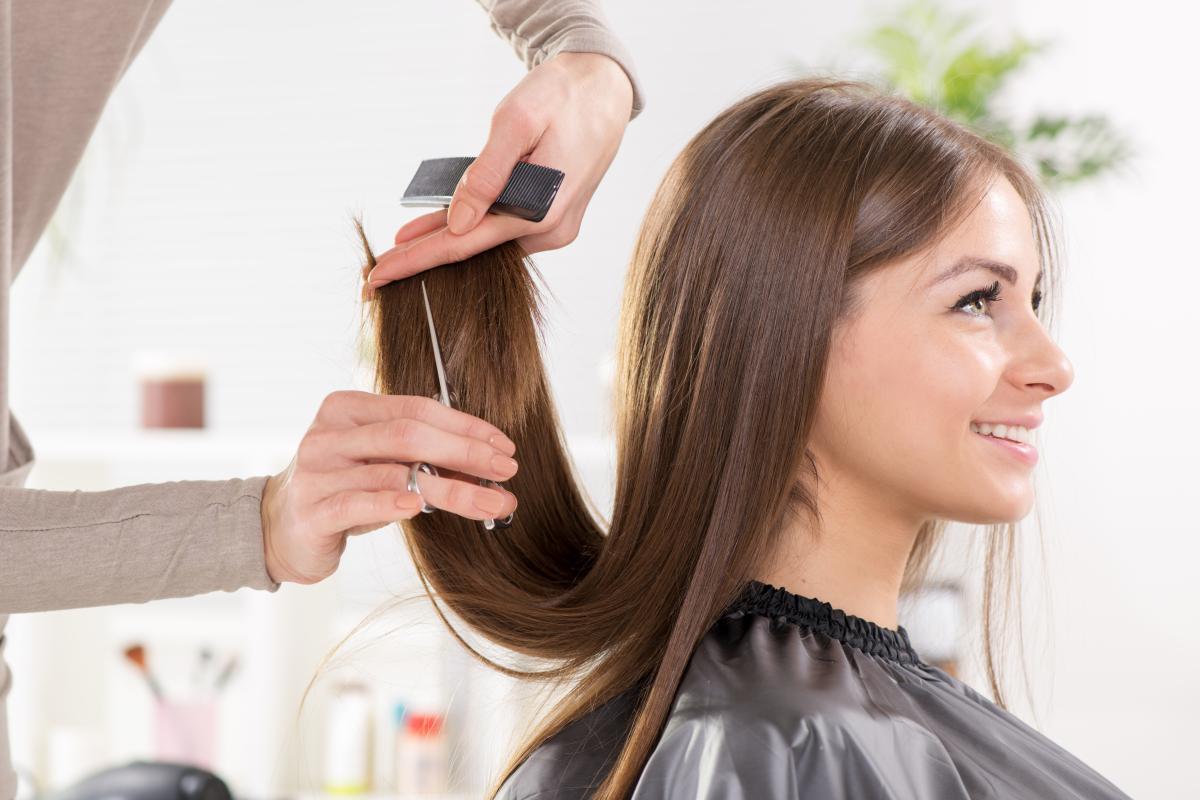 Если сделать стрижку во время растущей Луны, то волосы будут расти намного быстрее/ua.depositphotos.com