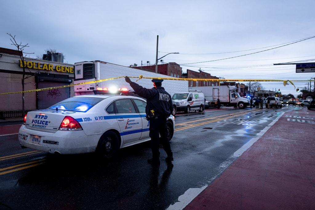 Полицию вызвали из-за ужасного запаха, который исходил от грузовиков / Фото: Jonah Markowitz for The New York Times