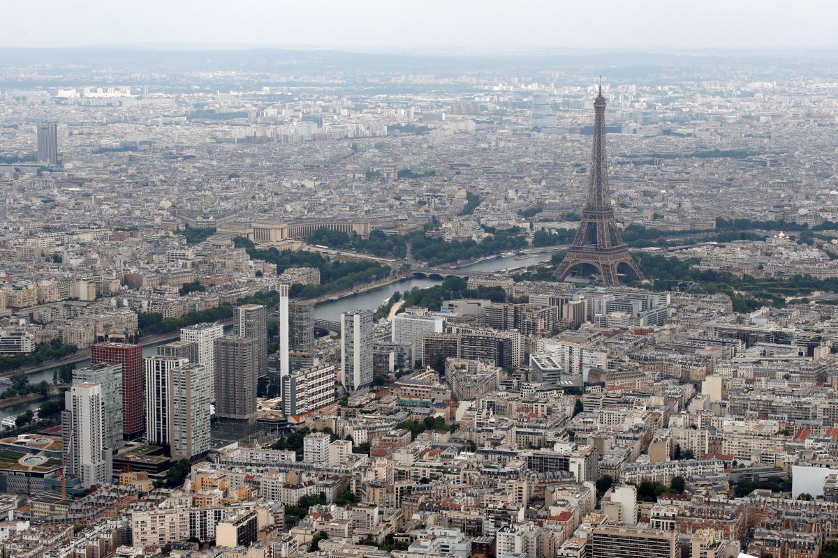 """В Париже 20 лет назад открыли""""Стену любви"""" / иллюстрация REUTERS"""