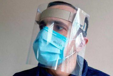 У Тернополі волонтери виготовляють безкоштовні захисні щитки для медиків (фото)
