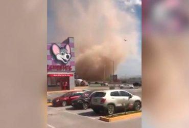 В Мексике пронесся пыльный вихрь (видео)