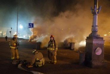 Через пожежу на Хрещатику знеструмлено близько 80 будинків, боротьба з вогнем продовжується (фото)