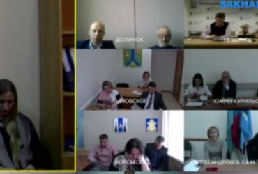 """В России женатый мэр """"попался"""" на утехах с замом во время совещания по видеосвязи"""