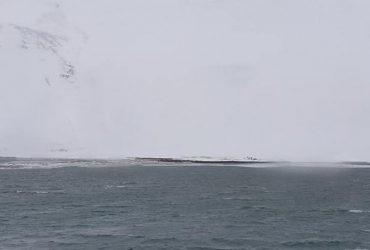 После сильного снегопада в Исландии лавины сошли в море и вызвали цунами