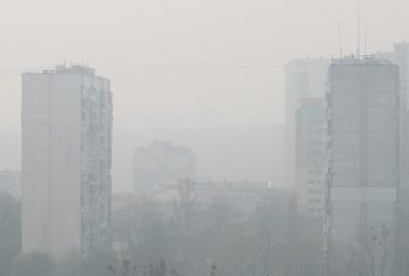 """Україну накрило величезною хмарою смогу: """"жахлива червоно-чорна пляма"""" поширюється по всій країні (фото)"""