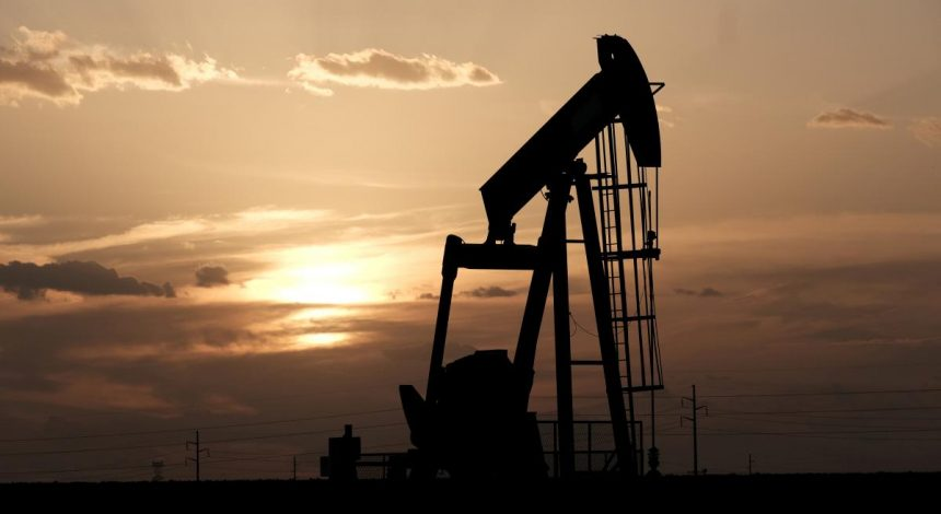 Reuters: Oil holds near multi-year highs amid demand recovery