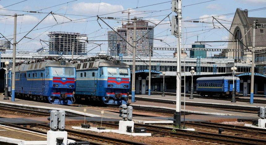 У Києві потяги відправляються із затримкою через відключення напруги (перелік маршрутів)
