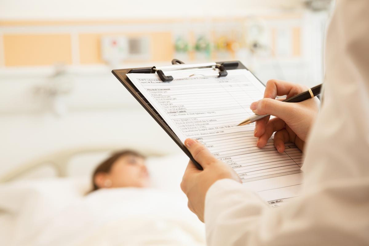 Решение о том, несет ли угрозу жизни и здоровью человека перенос госпитализации, принимает непосредственно врач / фото ua.depositphotos.com