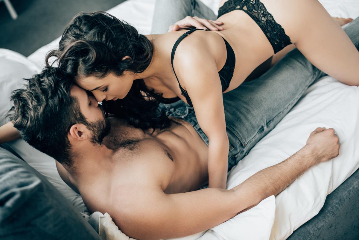 Советы, как сделать секс в позе наездницы незабываемым / фото ua.depositphotos.com
