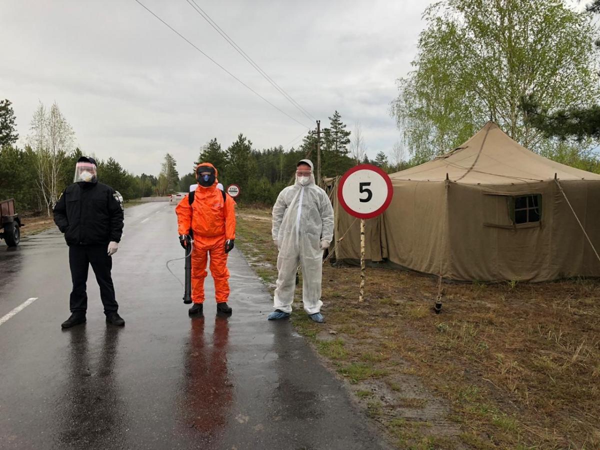 Блокпост на въезде в Познань / фото: rv.gov.ua