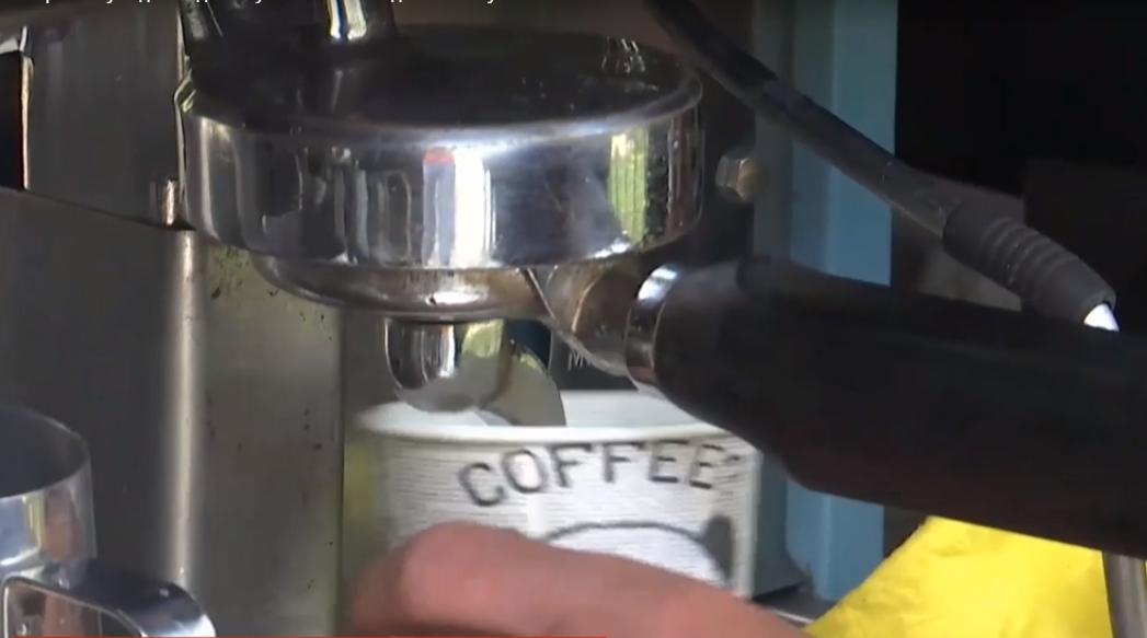 Приобретеннымна вынос кофе отныне можно смаковать в столице / скриншот
