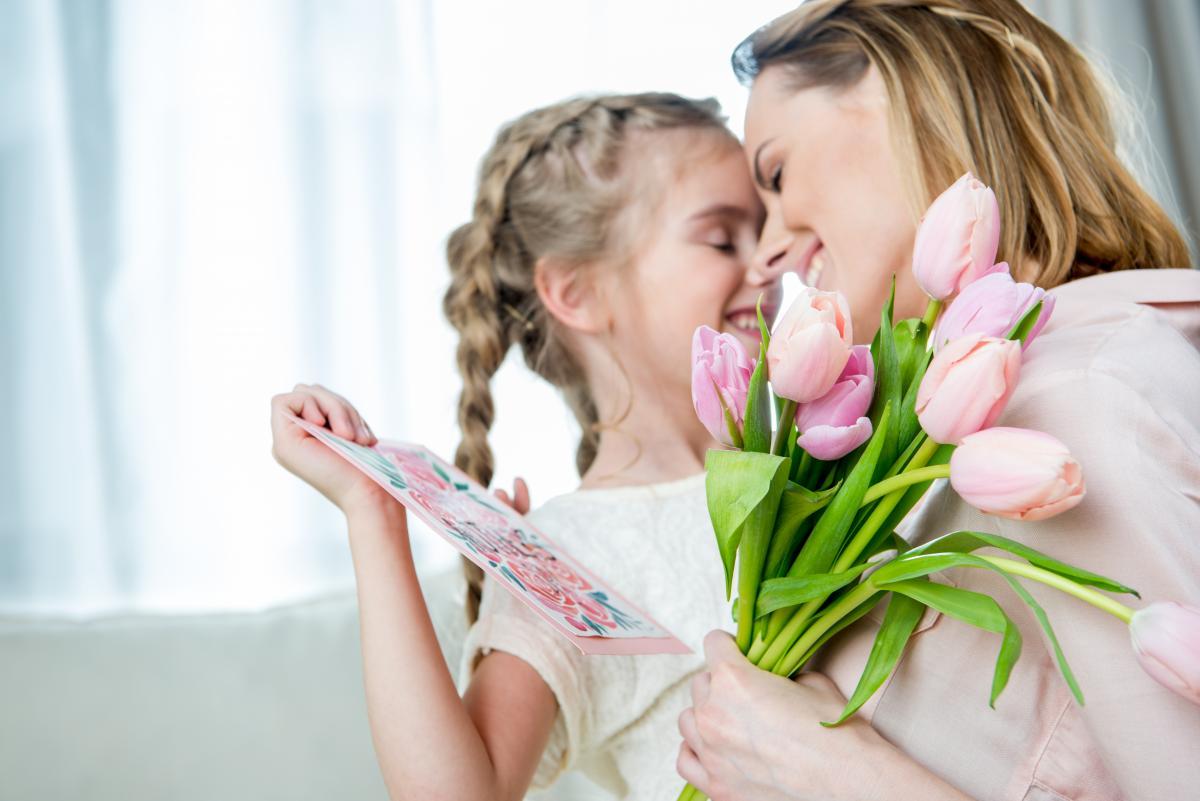 Подарок маме на 8 марта / фото ua.depositphotos.com