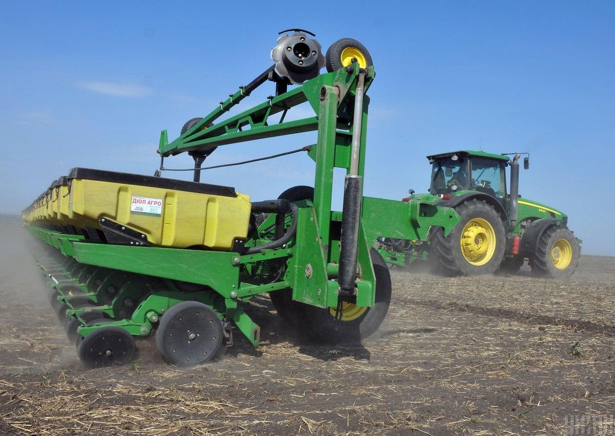 Во всем мире аграрные производители уплачивают полные суммы НДС в бюджет, но по сниженной ставке / фото УНИАН