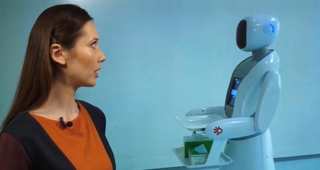 Роботы стали помощниками людей в борьбе с пандемией / Скриншот - ТСН