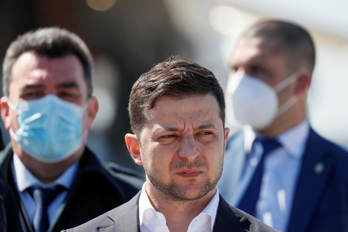 Владимир Зеленский провел закрытое совещание с силовиками по ситуации в Беларуси / REUTERS