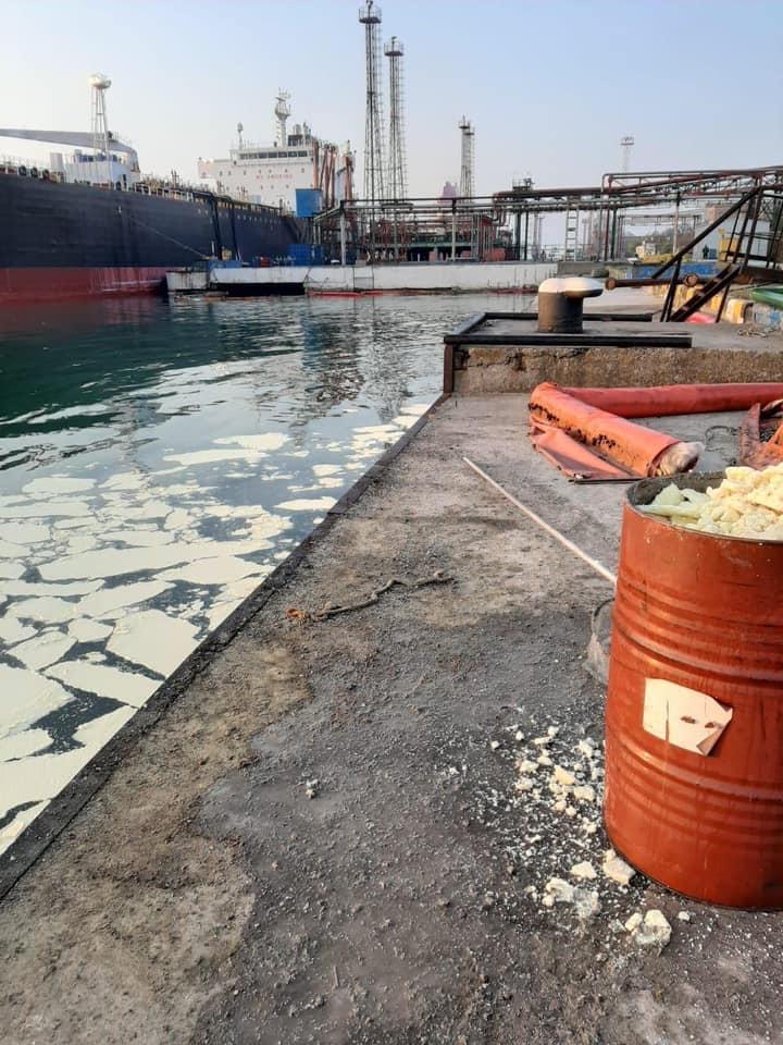 В акваторию черного моря сбросили более 8 тонн пальмового масла / Фото: facebook.com/egor.firsov