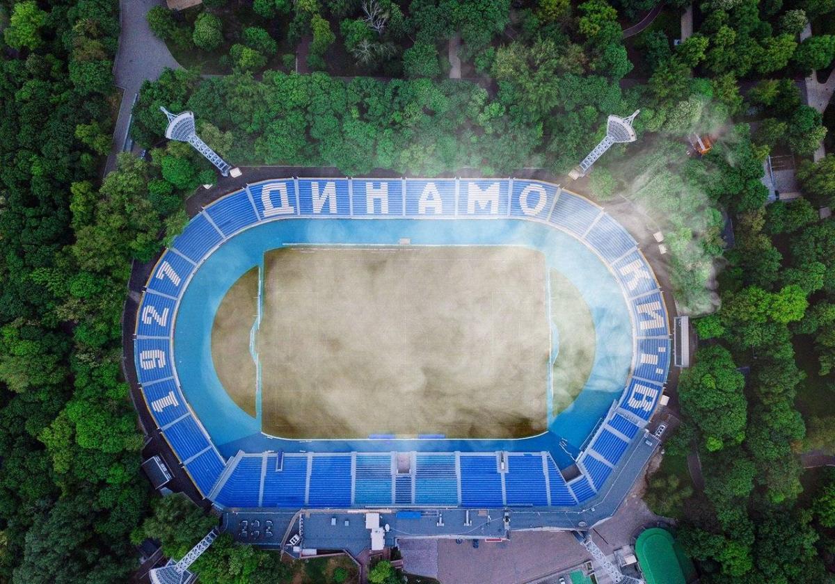 """Стадион Динамо и дым от """"поджога"""" / фото: facebook.com/fcdynamoua"""