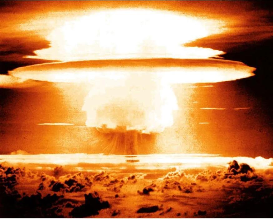 Бомба в 10 тысяч мегатонн смогла бы испепелить Францию и Германию/ wearethemighty.com