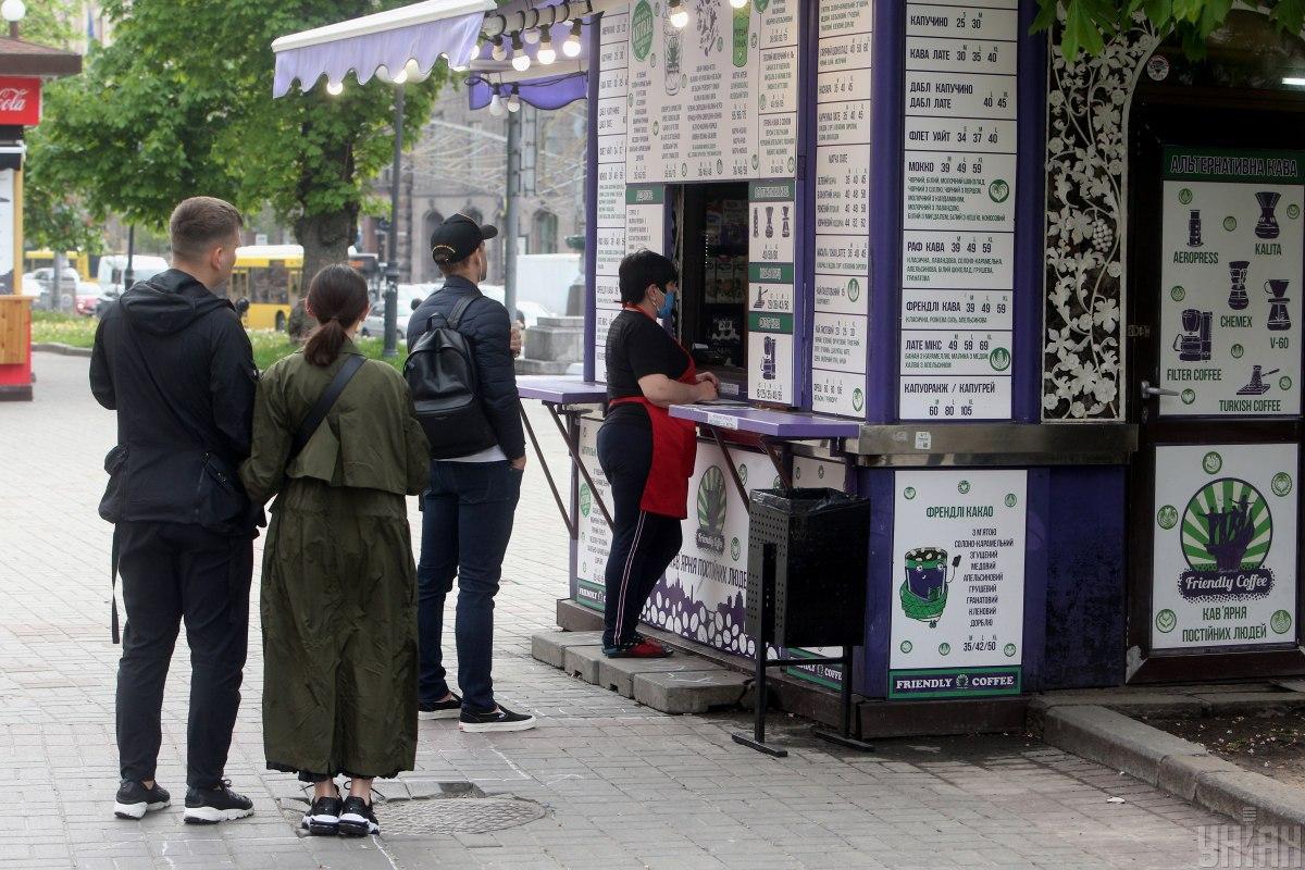 С 11 мая в Украине частично начнут работать киоски навыноси летние площадки ресторанов / Фото УНИАН