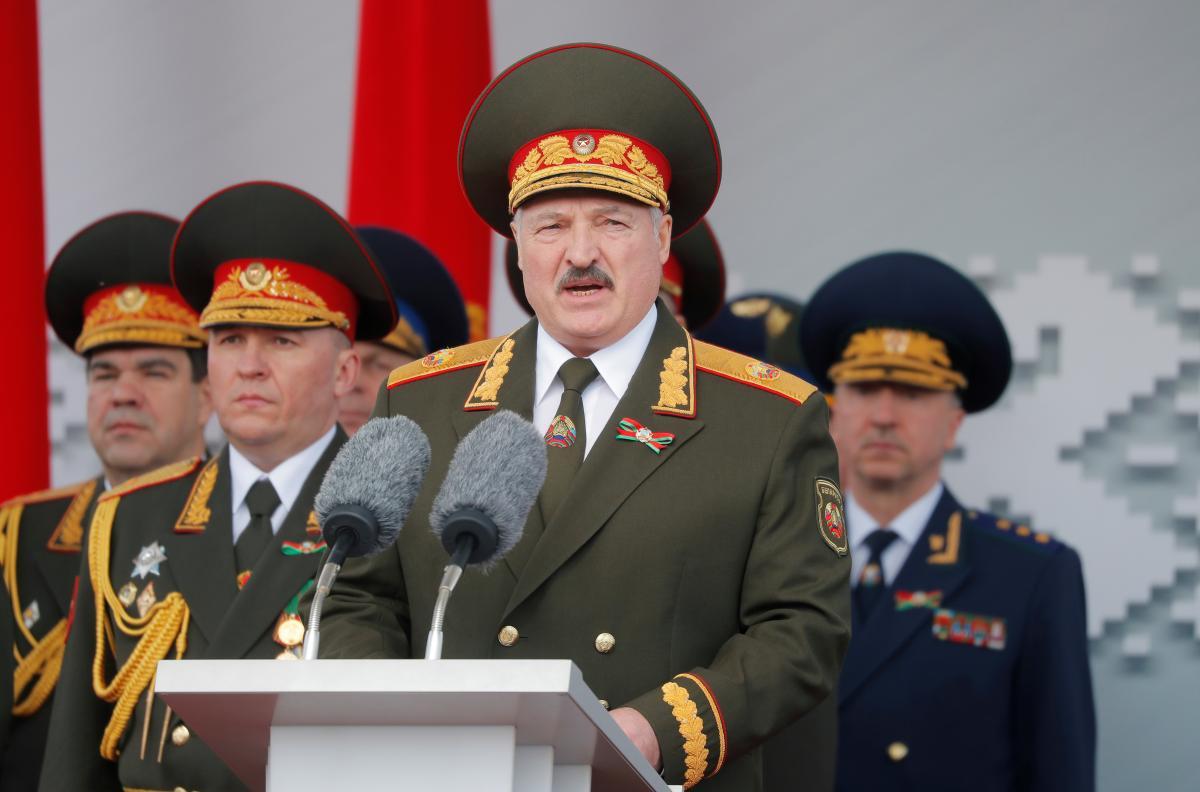 Проверка армии началась на фоне протестов в России/ фото REUTERS