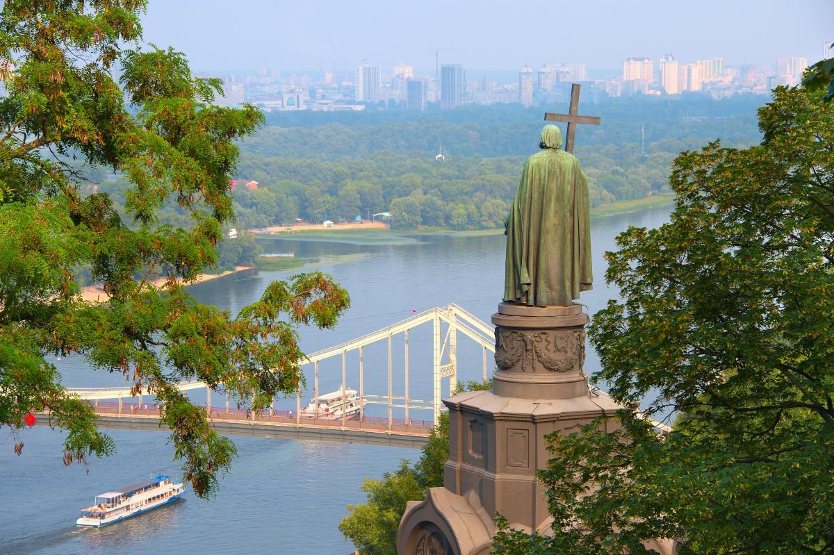На схилі гори був споруджений пам'ятник князю Володимиру / фото Depositphotos
