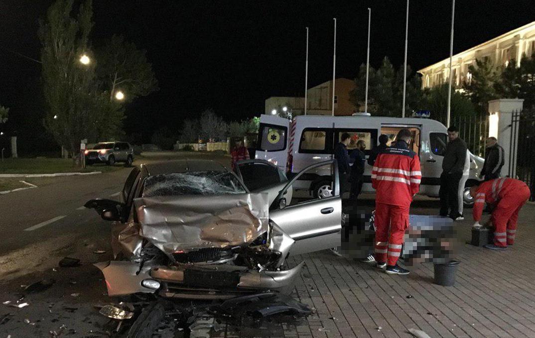 Один из автомобилей сильно пострадал/ фото: zp.npu.gov.ua