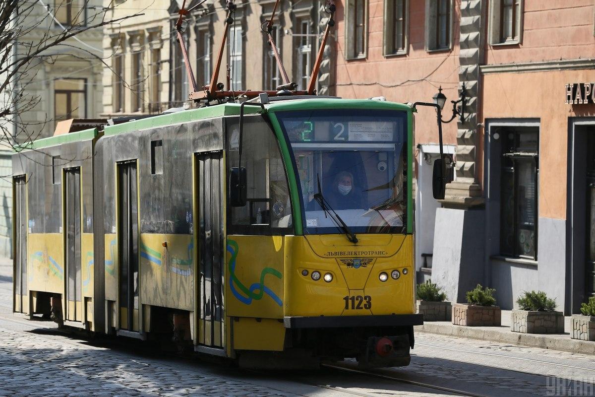 Транспорт во Львове работает без изменений в формате спецперевезень / фото УНИАН