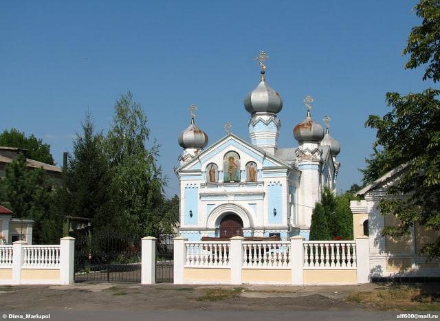 В прифронтовой Розовке на Пасху проводились богослужения / фото УНИАН