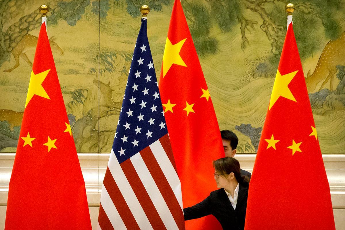 В Китае отреагировали на многочисленные нападки и обвинения со стороны США / Иллюстрация REUTERS