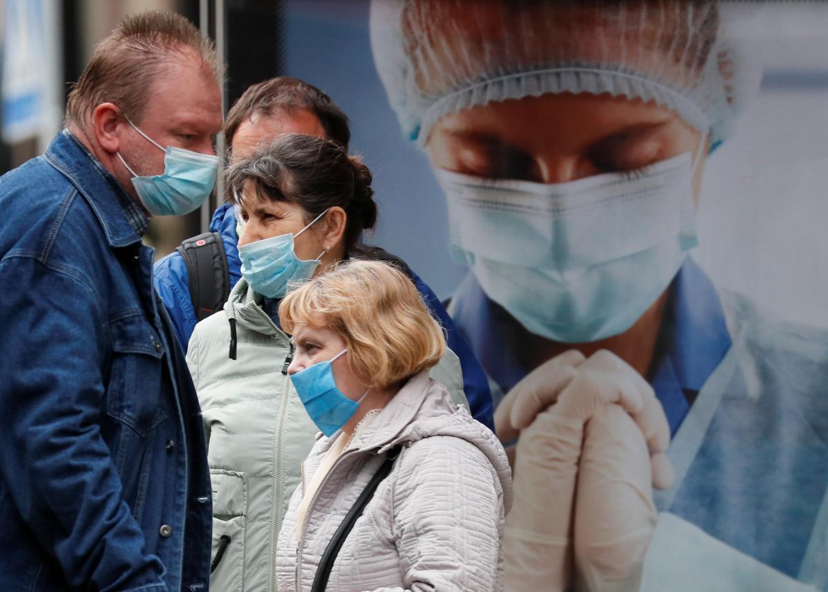 В Украине будут штрафовать за отсутствие маски \ фото REUTERS