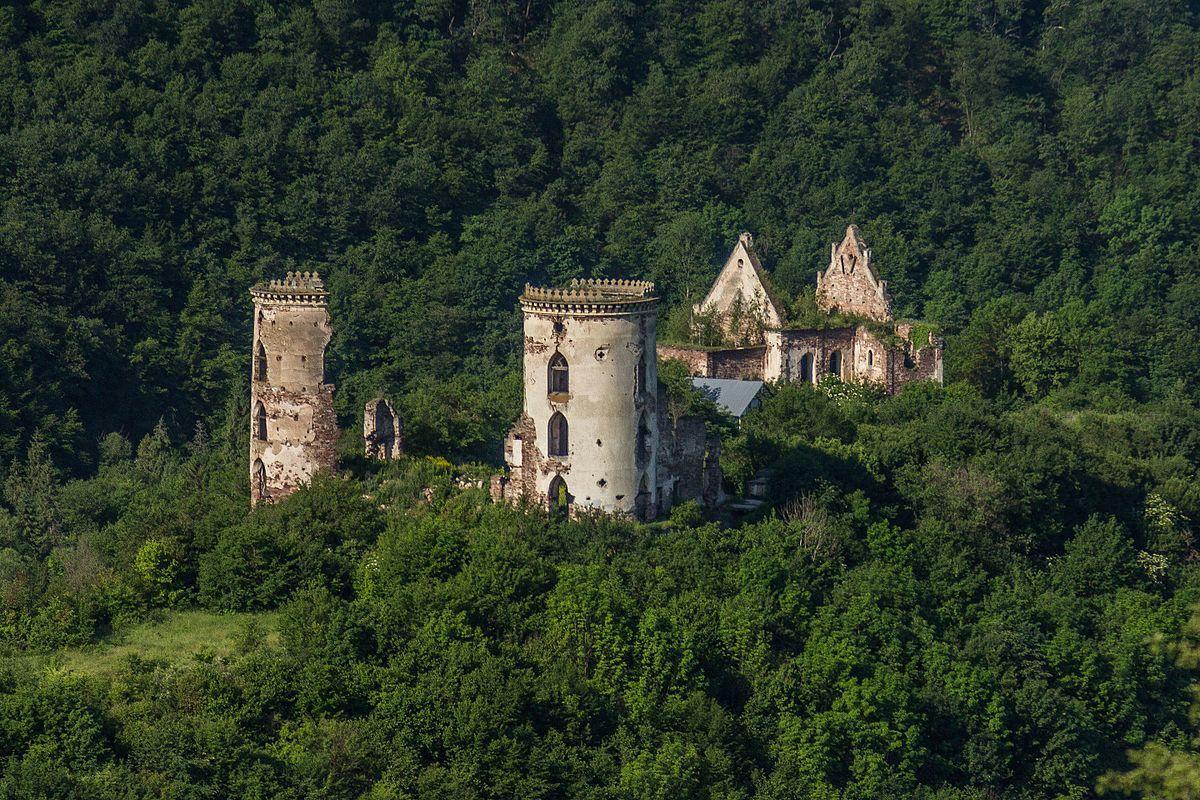 Червоногородский замок тоже мог бы послужить антуражем для игры про ассасинов в Украине / wikipedia.org