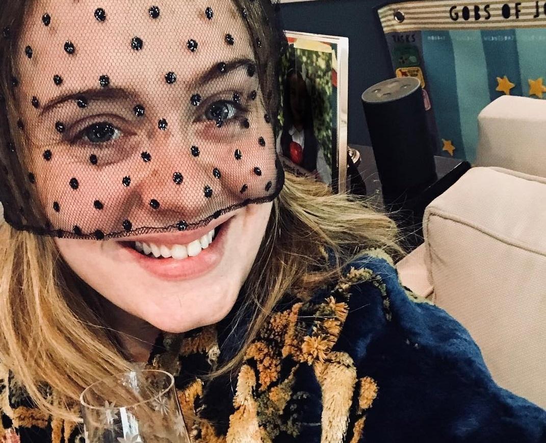 Зі сором'язливістю зірка впоралася завдяки оновленню гардеробу / instagram.com/adele