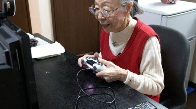 90-летняя бабушка cтала самым взрослым геймером на YouTube / guinnessworldrecords.com