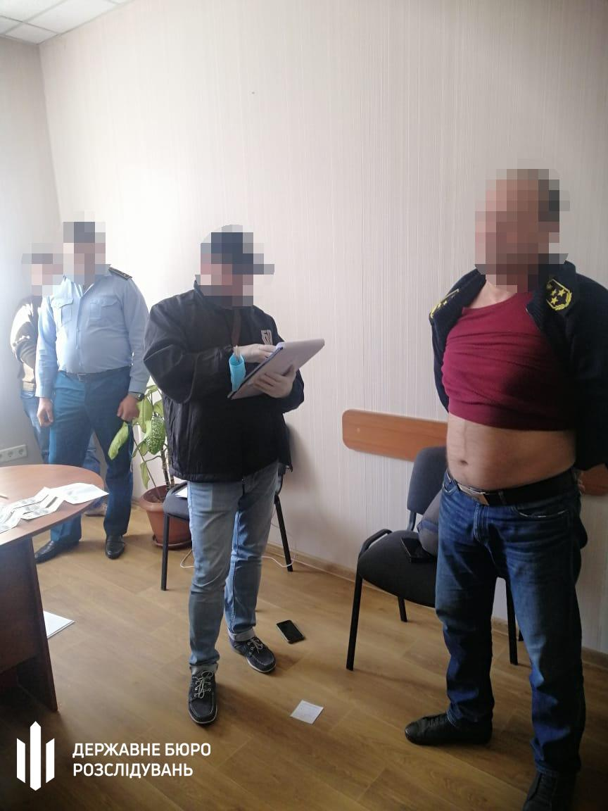 The detainee is facing charges under Part 3 of Article 368 of Ukraine's Criminal Code / Photo from facebook.com/dbr.gov.ua