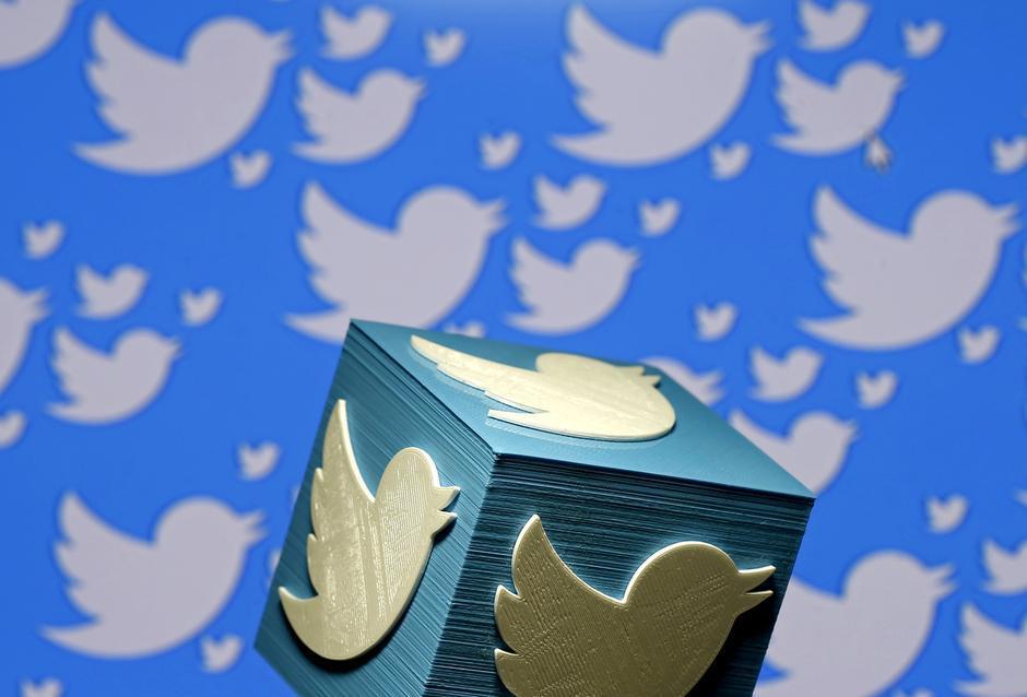 Twitter начал рассылать опросник / Иллюстрация REUTERS