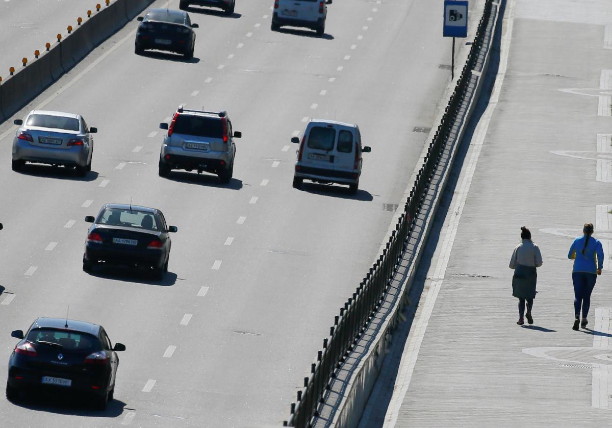 Украина хочет до 2023 года отремонтировать 20 тысяч автодорог / REUTERS