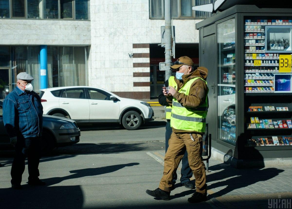 Украинцев не всегда штрафуют за нарушение карантина / УНИАН