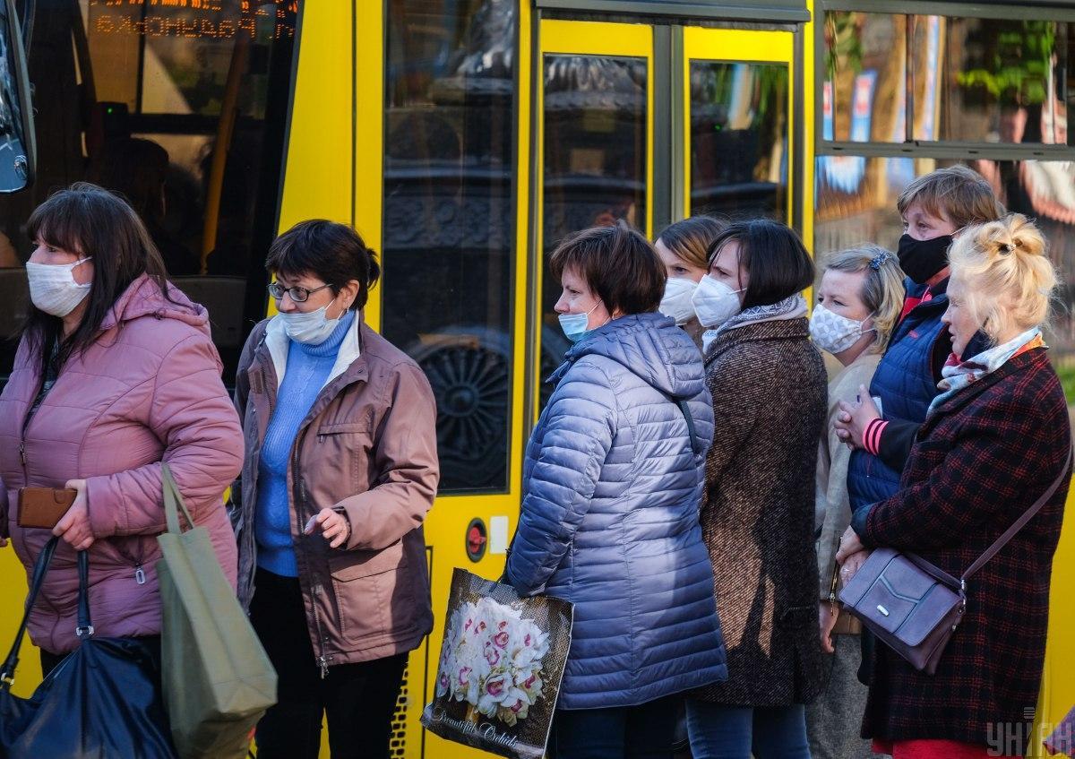 В Минздраве рассказали о том, когда и при каких условиях заработает общественный транспорт/ фото УНИАН