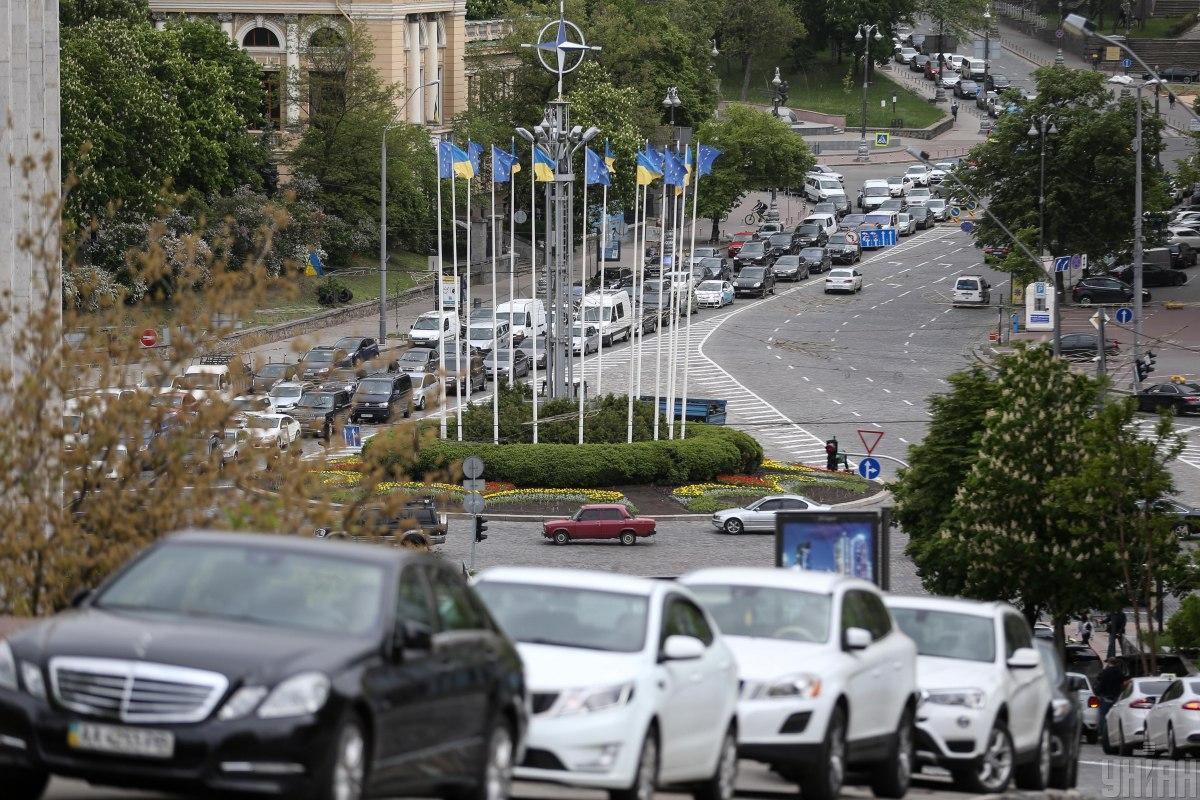 Пробки в Киеве парализовали движение транспорта // УНИАН