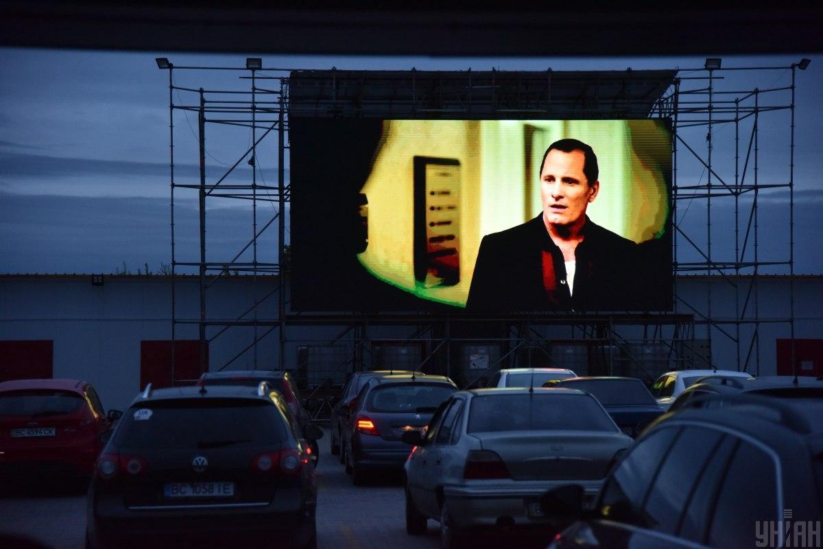 Жителі міст «червоної» зони можуть відвідувати автокінотеатри / фото УНІАН