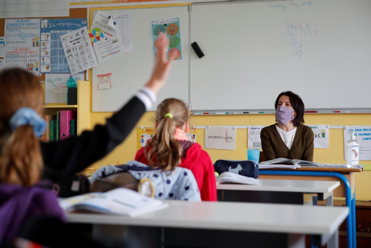 Навчання можна перенести на відкрите повітря, щоб захистити дітей від COVID-19 /REUTERS