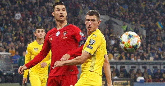 Игроки встретились в матче сборных / фото: uefa.com