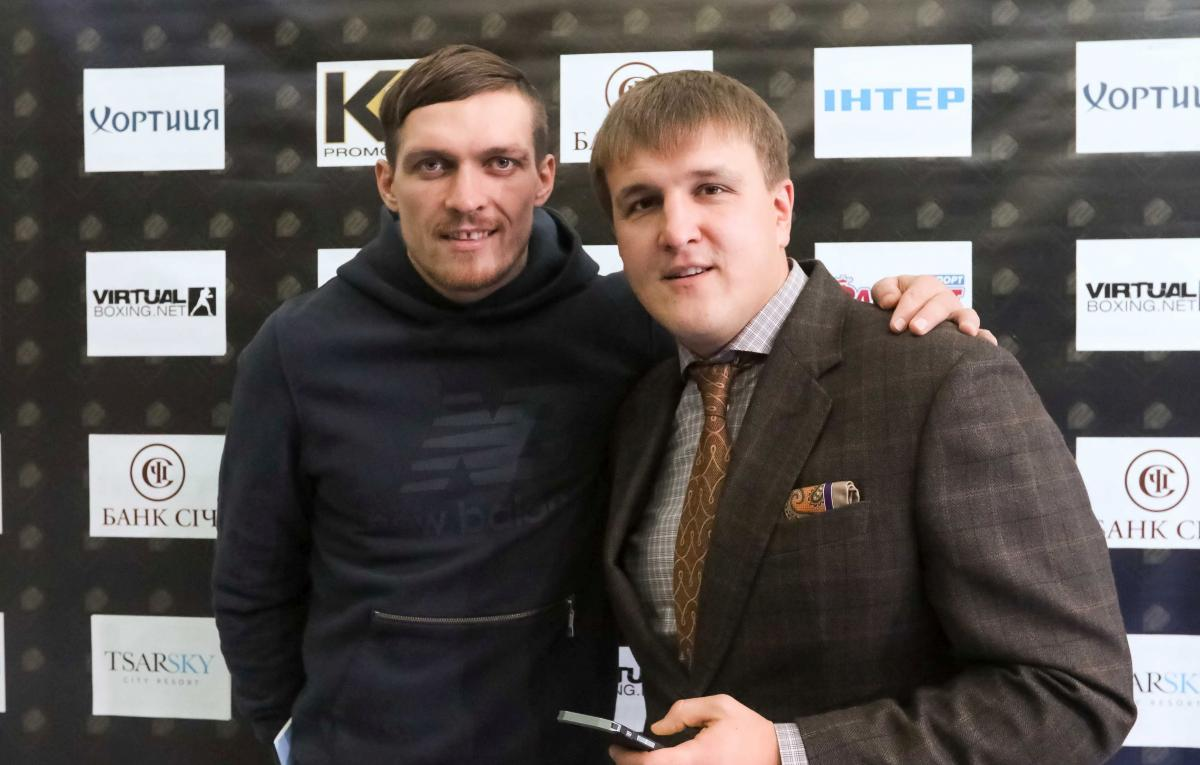 Олександр Усик та Олександр Красюк / фото K2 Promotions Ukraine