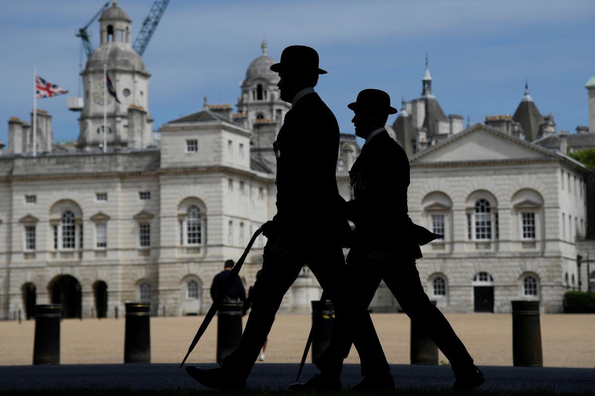 Після повернення з Великобританії вже не доведеться йти на самоізоляцію / ілюстрація REUTERS