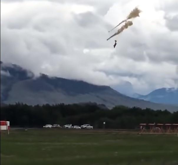 Во время шоу разбился CT-114 Tutor/ скриншот из видео