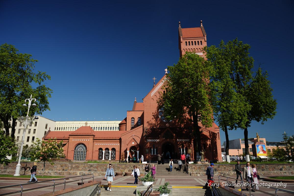 Червоний костел у центрі Мінська/ фото Yury Shulhevich