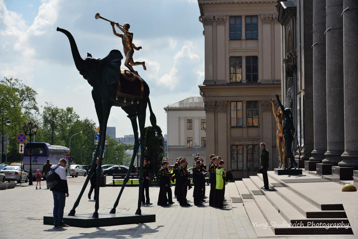 Суворовці йдуть до музею / фото Yury Shulhevich