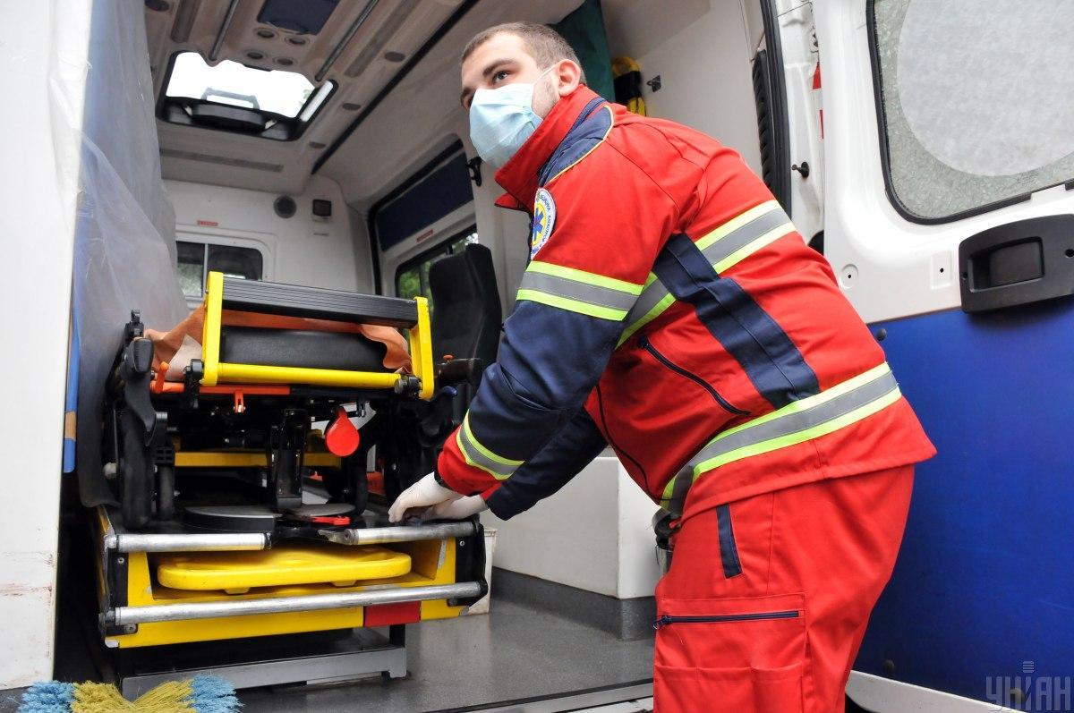 По словам очевидцев, мест в больнице не хватает / фото УНИАН