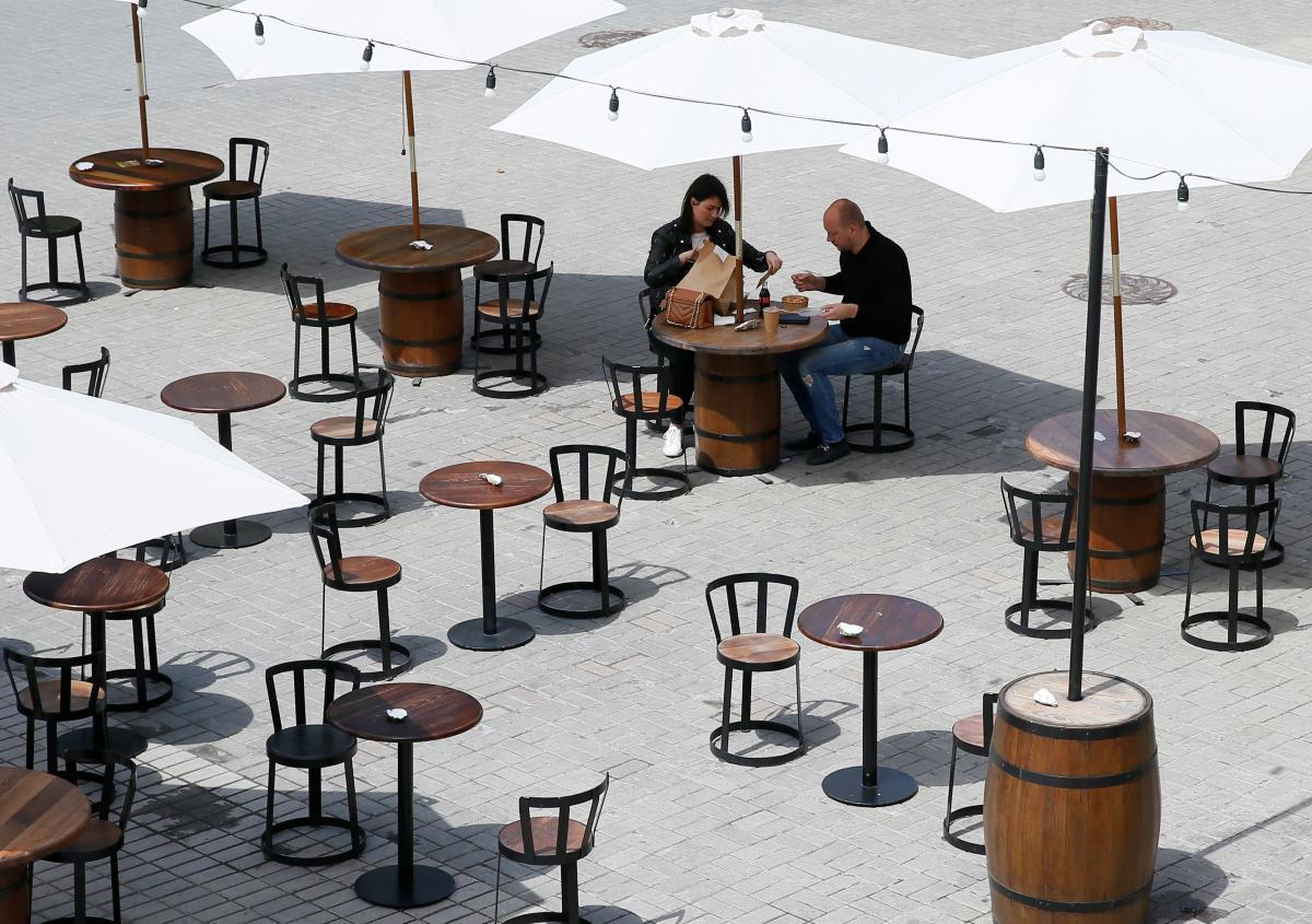 В Британии очагами заражения коронавирусом стали пабы и рестораны \ фото REUTERS