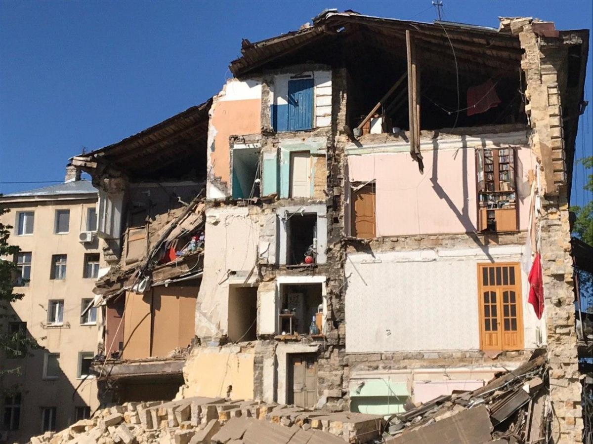 В результата обвала разрушены три квартиры/ фото ГСЧС